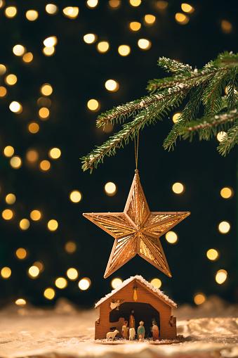 Spirituality「Manger Under a Christmas Tree」:スマホ壁紙(19)