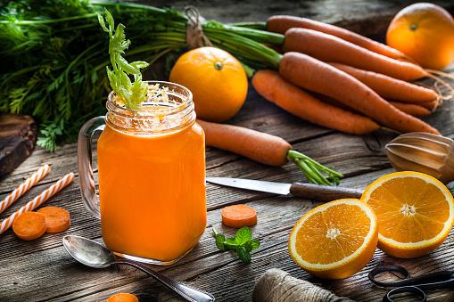 Vegetable Juice「Healthy drink: orange and carrot juice on rustic wooden table」:スマホ壁紙(17)