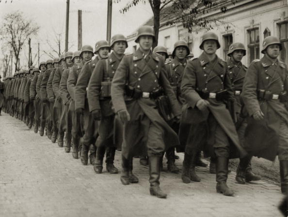 Army Soldier「Annexion of Austria: German Armed Forces at the airport Aspern in Vienna, Photograph, 12,3,1938」:写真・画像(12)[壁紙.com]