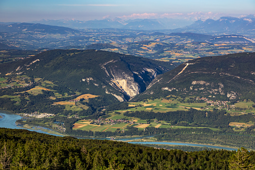 Bugey「High point of view french hilly landscape on Ain and Jura departments from Grand Colombier mountain, with the end of day sunlight in summer in European Alps」:スマホ壁紙(11)