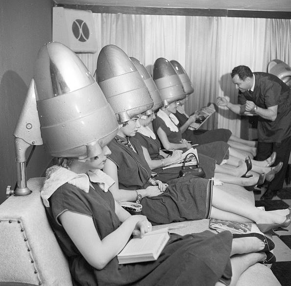 座る「Hair Drying」:写真・画像(18)[壁紙.com]