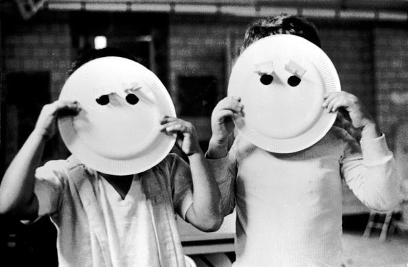 Hiding「Smiley Masks」:写真・画像(5)[壁紙.com]