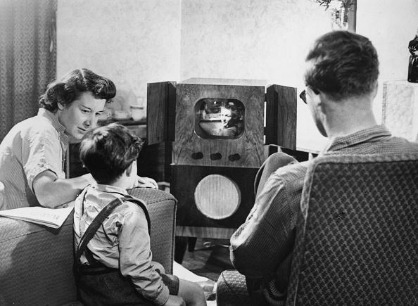 1950-1959「Watching TV」:写真・画像(2)[壁紙.com]