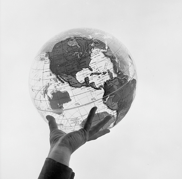 Globe - Navigational Equipment「Hand Holding Globe」:写真・画像(1)[壁紙.com]
