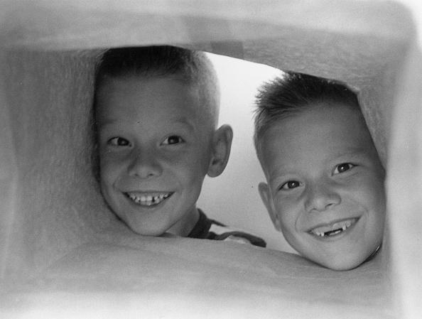 笑顔「Toothless Twin」:写真・画像(1)[壁紙.com]