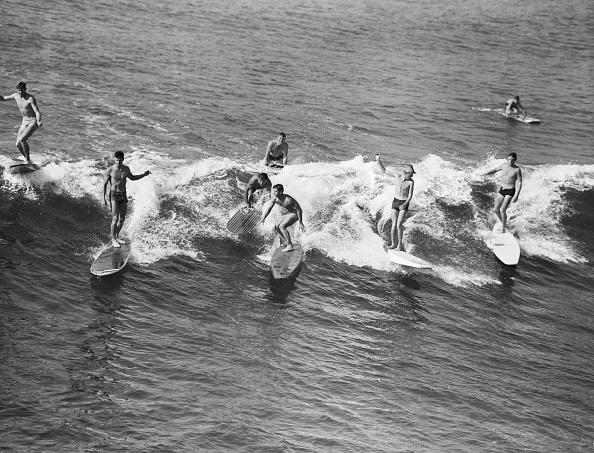 サーフィン「Catching The Waves」:写真・画像(2)[壁紙.com]