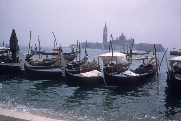 Travel Destinations「Line Of Gondolas」:写真・画像(4)[壁紙.com]