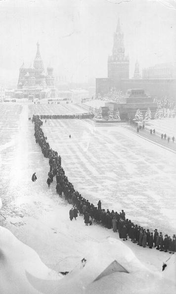 Waiting In Line「Lenin's Tomb」:写真・画像(7)[壁紙.com]