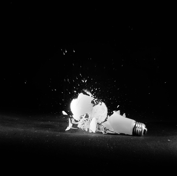 Light Bulb「Bursting Bulb」:写真・画像(4)[壁紙.com]