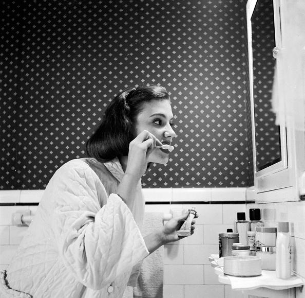Bathroom「Tooth Brushing」:写真・画像(18)[壁紙.com]