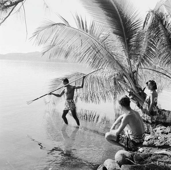 Pacific Islands「Spear Fishing」:写真・画像(11)[壁紙.com]