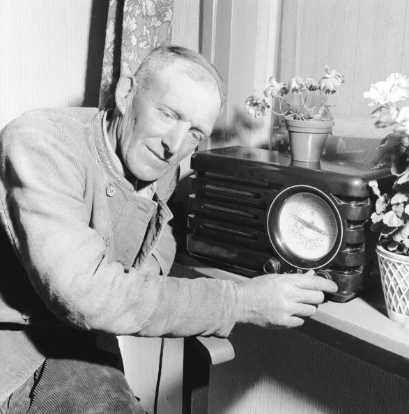 Radio「Tuning In」:写真・画像(3)[壁紙.com]