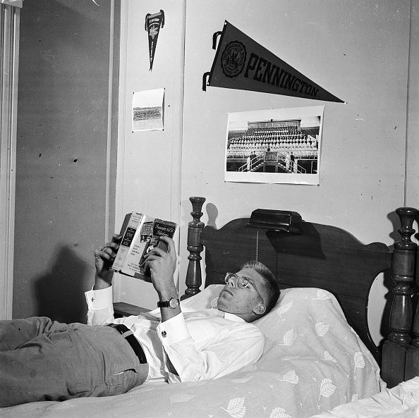 Bedroom「Reading In Bed」:写真・画像(5)[壁紙.com]