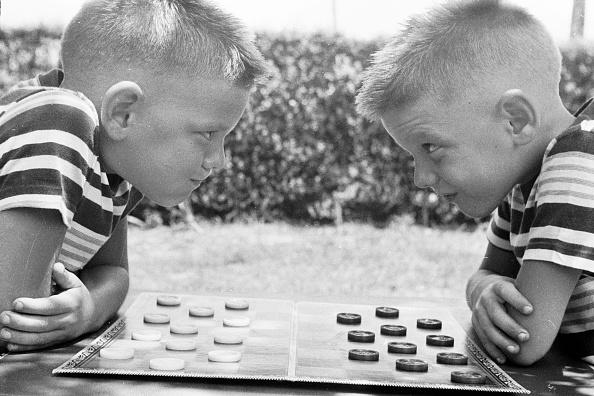 対面「Checker Twins」:写真・画像(5)[壁紙.com]