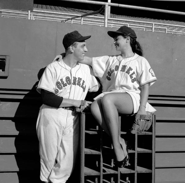 Females「Baseball Couple」:写真・画像(13)[壁紙.com]