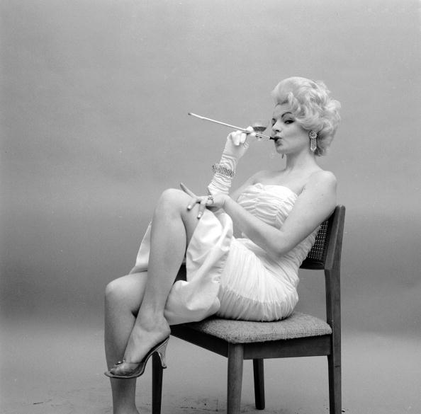 Seduction「Cigarette Holder」:写真・画像(9)[壁紙.com]