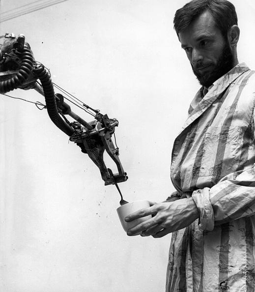 Robot Arm「Stirred Not Shaken」:写真・画像(3)[壁紙.com]