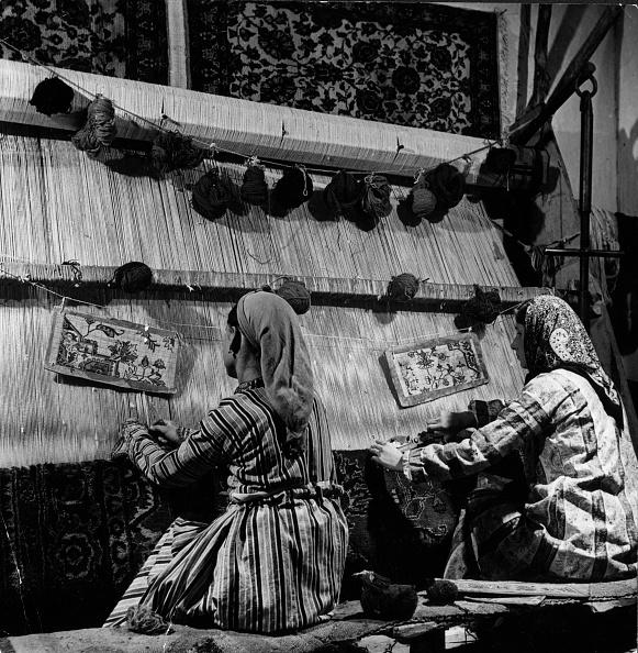 George Pickow「Rug Makers」:写真・画像(5)[壁紙.com]