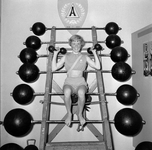 Weights「Weightlifting Woman」:写真・画像(19)[壁紙.com]
