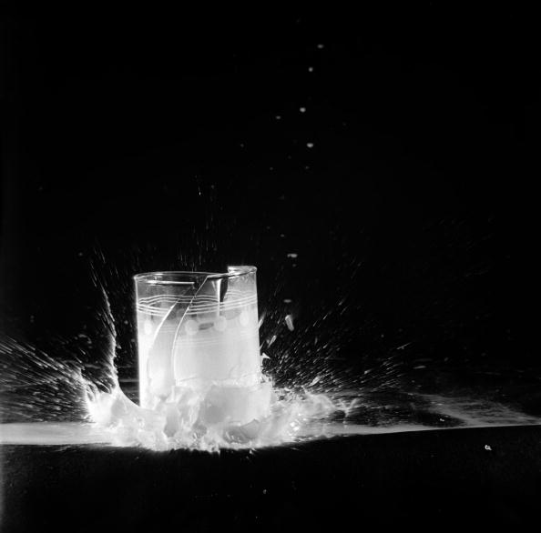 Empty「Breaking Glass」:写真・画像(12)[壁紙.com]