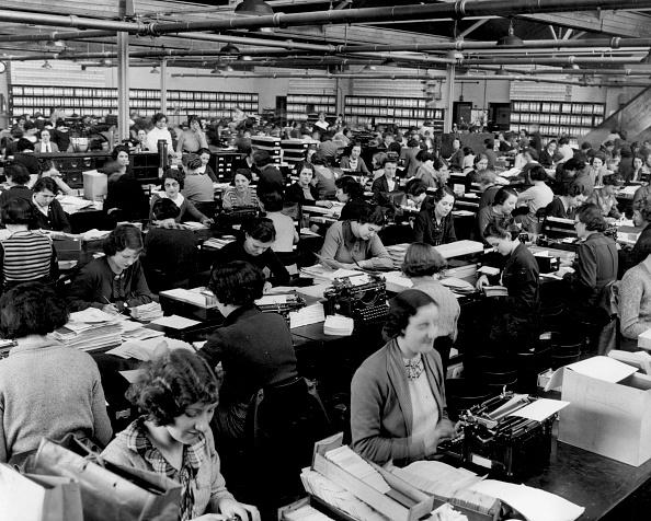Writing「Crowded Office」:写真・画像(7)[壁紙.com]