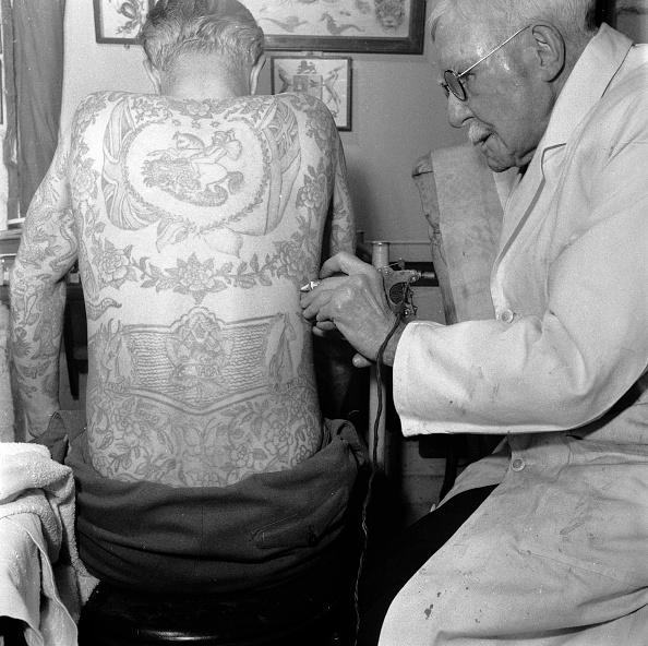Individuality「Tattooist At Work」:写真・画像(16)[壁紙.com]