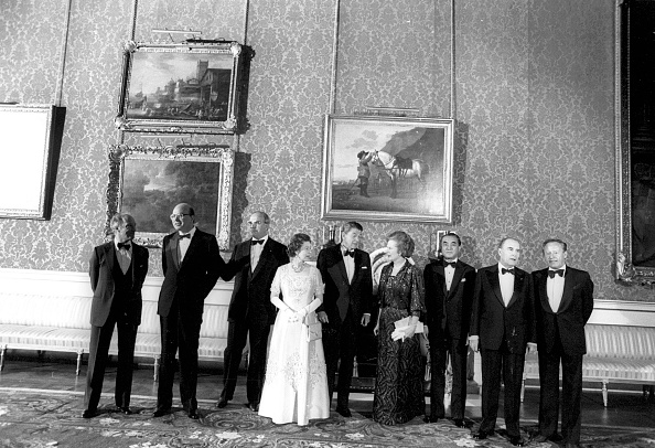 絵「Bettino Craxi, Helmut Kohl, Queen Elizabeth II, Ronald Reagan, Margaret Thatcher, Yasuhiro Nakasone and François Mitterrand at Buckingham Palace in 1985」:写真・画像(8)[壁紙.com]