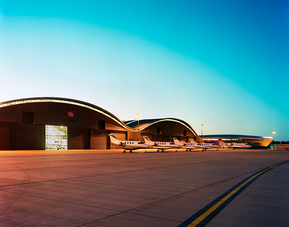 No People「The tower of Farnborough airport and Hangars with parked airoplane. Designed by 3d reid architects.」:写真・画像(2)[壁紙.com]
