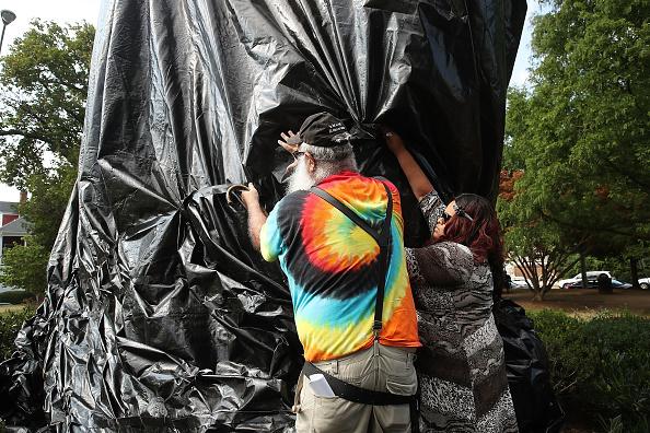 シャーロッツビル エマンシペーション公園「Charlottesville City Council Votes To Cover Statues Of Robert E. Lee And Stonewall Jackson」:写真・画像(5)[壁紙.com]