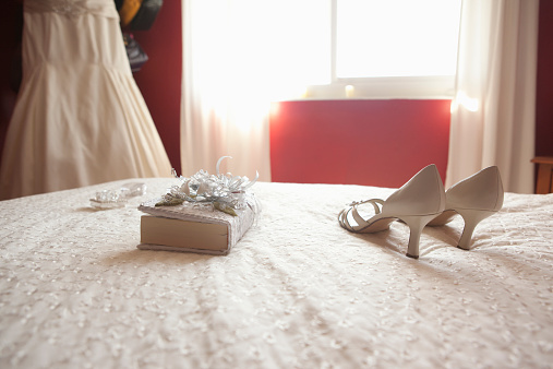 Dress「Wedding shoes and bible on bed」:スマホ壁紙(16)
