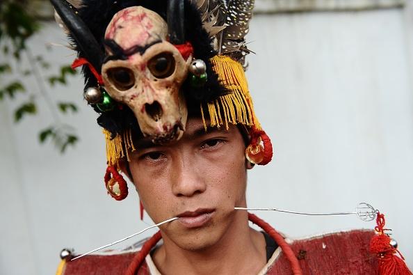 Trough「Indonesians Perform Tatung Ritual As Part Of Cap Go Meh Celebrations」:写真・画像(8)[壁紙.com]
