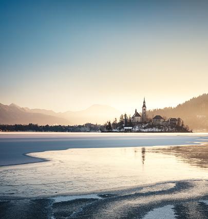 Frost「Lake Bled In Winter」:スマホ壁紙(13)