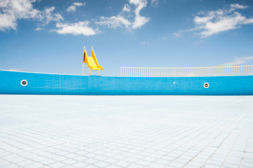 Mosaic「Abandoned pool with yellow slide」:スマホ壁紙(5)