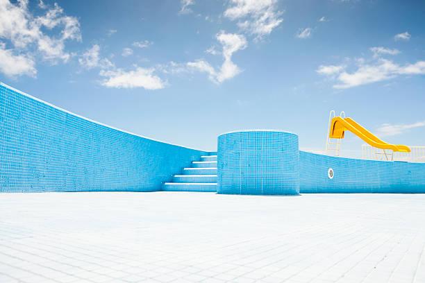 Abandoned pool with yellow slide:スマホ壁紙(壁紙.com)