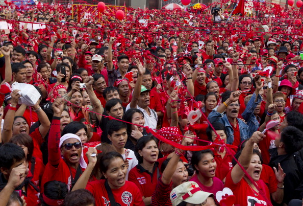 Anti-Government「Red Shirts Hold Peaceful Rally in Bangkok」:写真・画像(14)[壁紙.com]