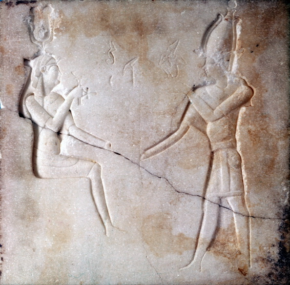 Alabaster「Bas-relief showing the gods Isis and Osiris, Ptolemaic period, Ancient Egypt, 323-30 BC.」:写真・画像(18)[壁紙.com]