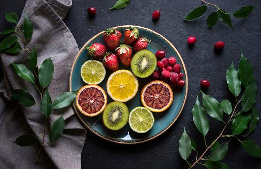 Kiwi「Plate of sliced fresh fruit」:スマホ壁紙(15)