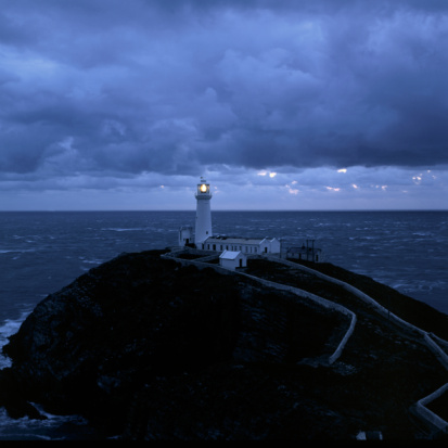 Beacon「South Stack lighthouse on Holyhead in Anglesea, Wales」:スマホ壁紙(8)