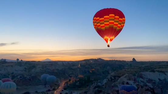 Geology「Air balloon at sunrise over the beautiful landscape in Kapadokya, Turkey」:スマホ壁紙(11)