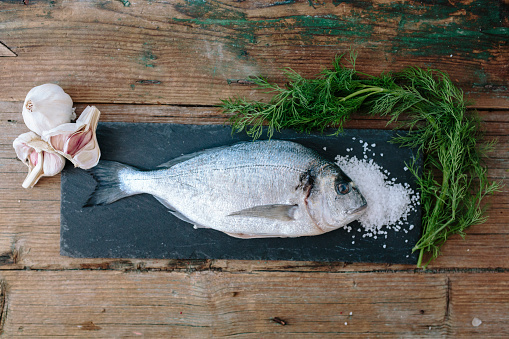 Sea Bream「Sea Bream on a slate board with dill and salt and garlic」:スマホ壁紙(4)