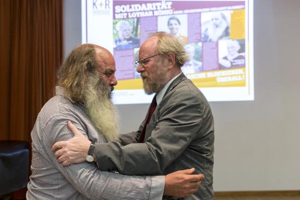 Continuity「Lothar Koenig Press Conference As Trial Continues」:写真・画像(17)[壁紙.com]