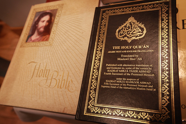 Bible「Muslims Attend Friday Prayers At The End Of Ramadan」:写真・画像(4)[壁紙.com]