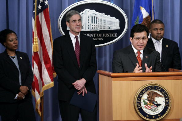 Strategy「Gonzales And FBI Director Mueller Hold Press Conference」:写真・画像(10)[壁紙.com]