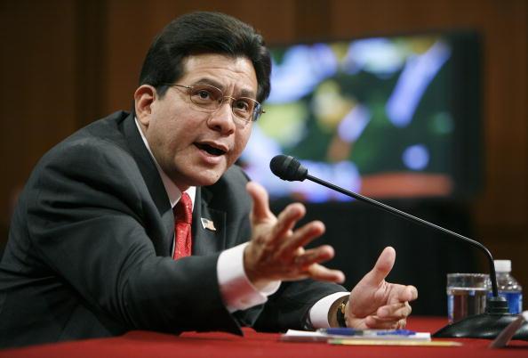 Joshua Roberts「Alberto Gonzales Testifies Before Senate Judiciary Committee」:写真・画像(11)[壁紙.com]