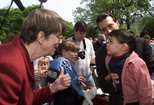 Janet Reno「RENO ATTENDS EASTER EGG ROLL AT THE WHITE HOUSE」:写真・画像(16)[壁紙.com]