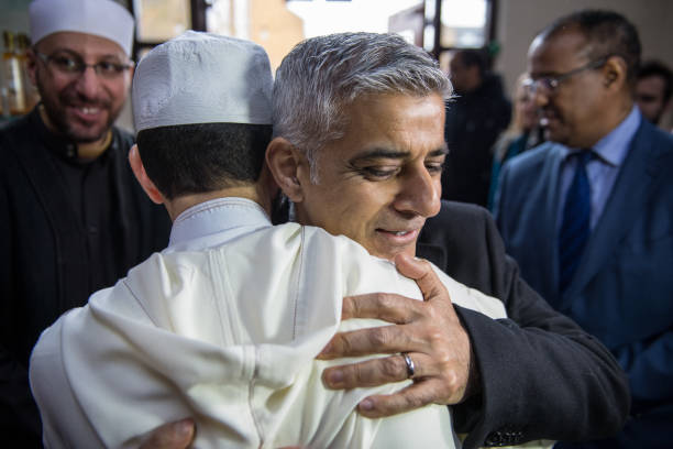 Cultures「London Mayor Sadiq Khan Meets Cultural Leaders on 'Visit My Mosque Day'」:写真・画像(4)[壁紙.com]