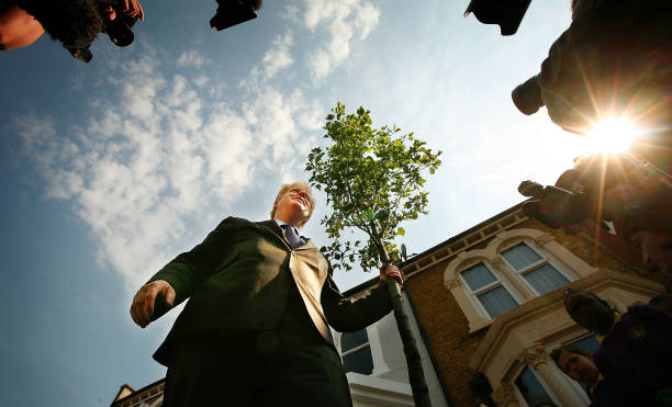 Boris Johnson Plants The First Of Ten Thousand More Street Trees:ニュース(壁紙.com)