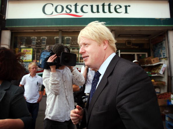 Profile View「Boris Johnson Plants The First Of Ten Thousand More Street Trees」:写真・画像(11)[壁紙.com]