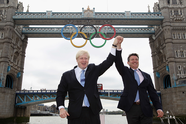 2012 Summer Olympics - London「Olympic Rings Are Unveiled On Tower Bridge」:写真・画像(18)[壁紙.com]