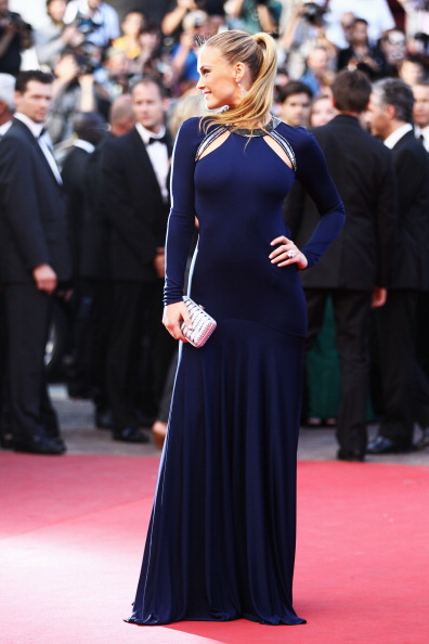 "Form Fitted Dress「""The Beaver"" Premiere - 64th Annual Cannes Film Festival」:写真・画像(12)[壁紙.com]"